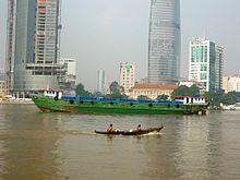 220px-Vỏ_lãi_trên_sông_Sài_Gòn